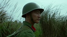 《芳华》终极预告 <B>黄轩</B>战场负伤成独臂英雄