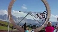 <B>极限</B>运动:360度转圈单车 你敢尝试吗?