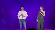 【星闻揭秘】<B>张杰</B>帮唱范冰冰 合唱《外面的世界很精彩》超好听