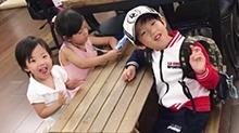 小泡芙和哥哥妹妹宛如复制粘贴 可爱基因竟是遗传<B>爸爸</B>刘畊宏