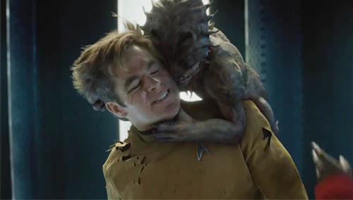 柯克船长与新物种谈判遭撕衣